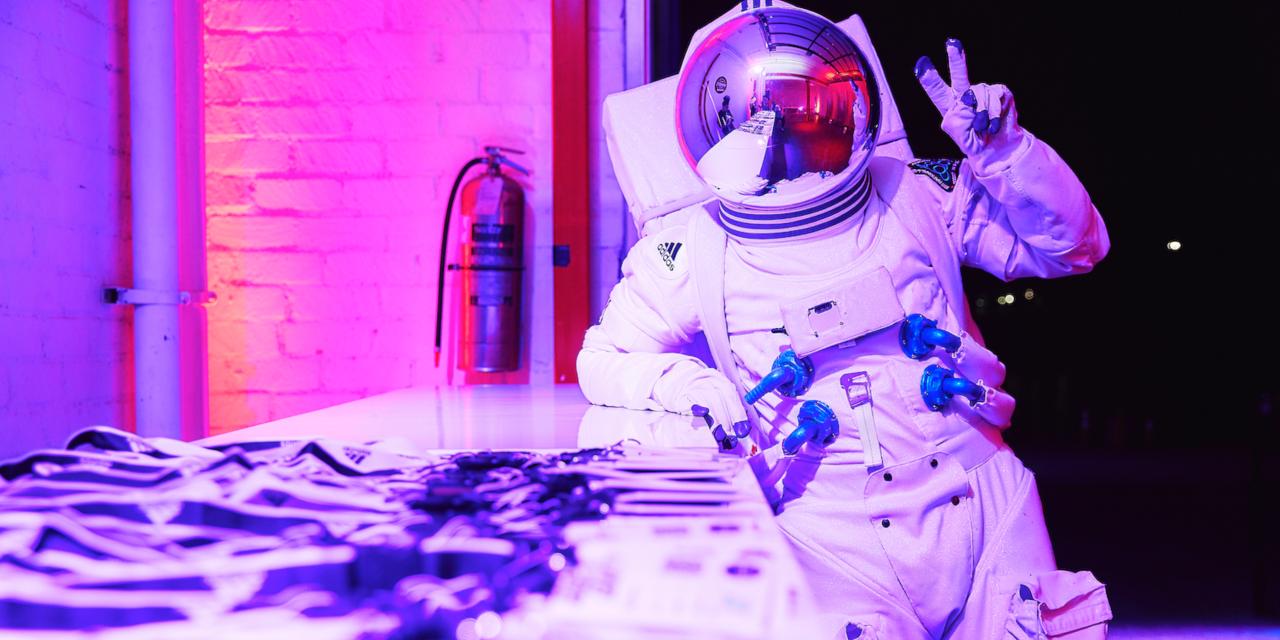 ADIDAS举办了以太空为主题的AR逃生室以推出限量版ISS Ultraboost运动鞋